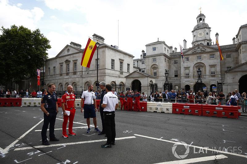Керівник Red Bull Racing Крістіан Хорнер, головний інженер Ferrari Джок Кліа та інші