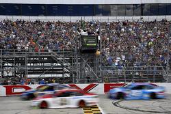 Ryan Blaney, Wood Brothers Racing Ford, Aric Almirola, Richard Petty Motorsports Ford