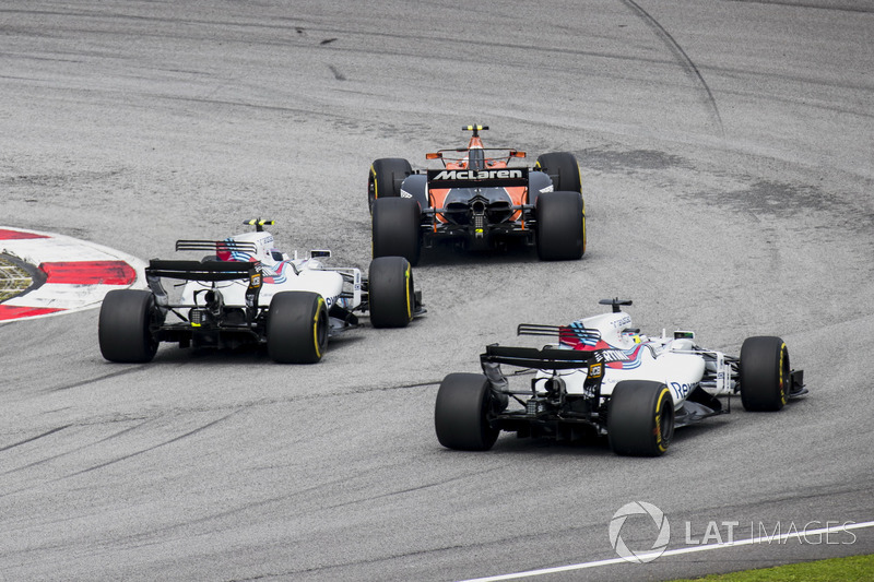 Stoffel Vandoorne, McLaren MCL32, Lance Stroll, Williams FW40, Felipe Massa, Williams FW40