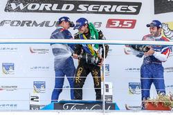 Подиум: победитель Пьетро Фиттипальди, Lotus, второе место – Егор Оруджев, SMP Racing, третье место – Матевос Исаакян, SMP Racing