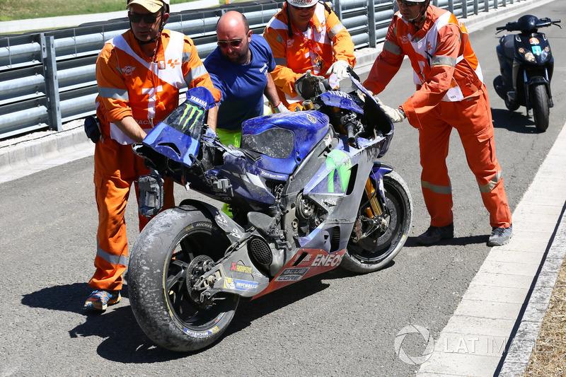 Пошкоджений в аварії мотоцикл Маверіка Віньялеса, Yamaha Factory Racing