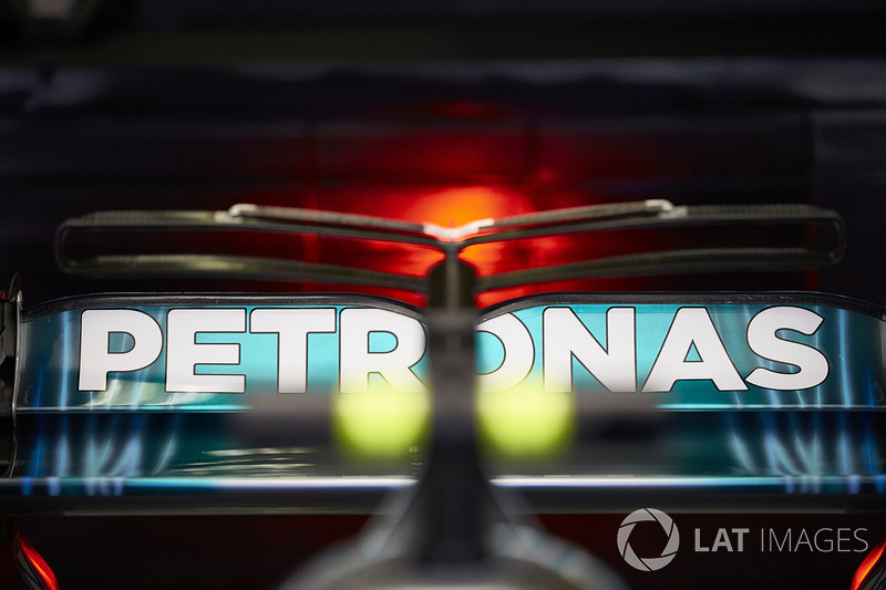 Заднє антикрило Mercedes AMG F1 W08 Валттері Боттаса