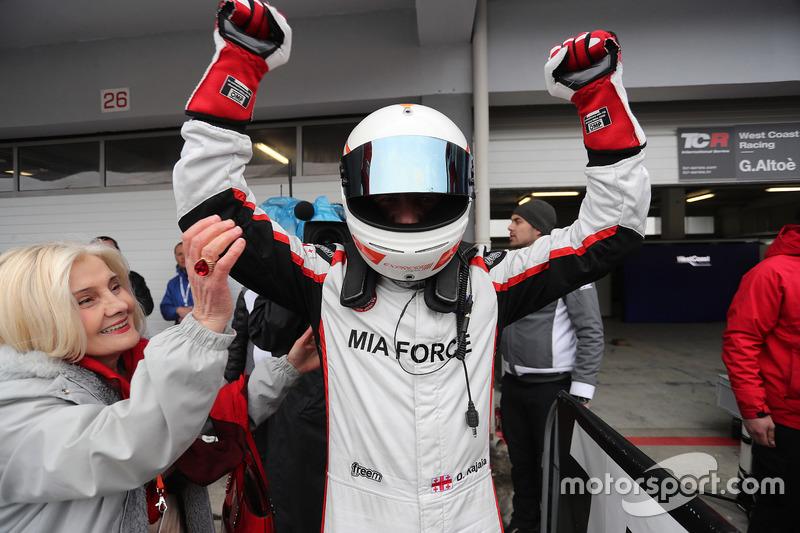 Ganador de la carrera  Davit Kajaia, GE-Force, Alfa Romeo Giulietta TCR