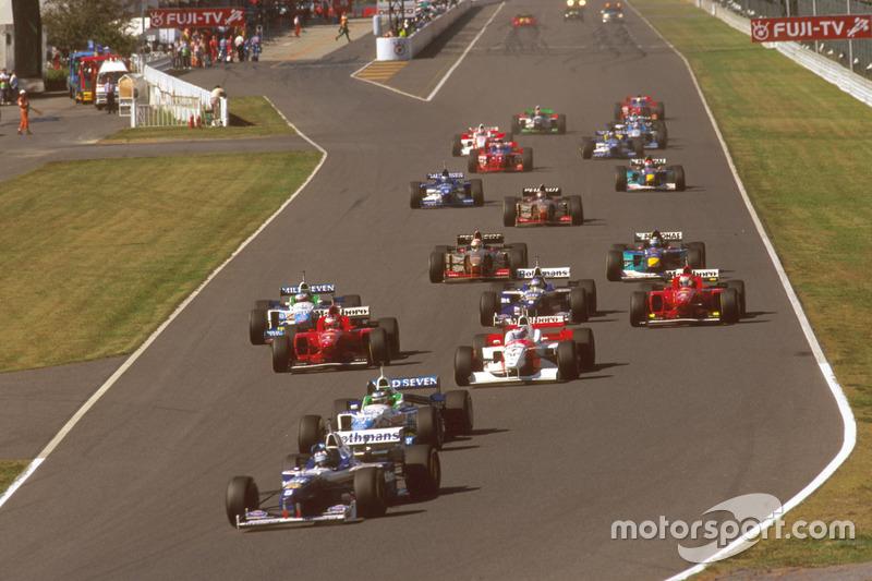Start action, Damon Hill, Williams FW18 Renault leads Gerhard Berger, Benetton B196 Renault