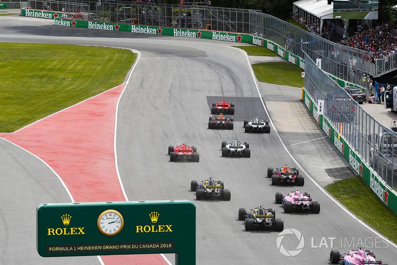 Sebastian Vettel, Ferrari SF71H, precede Max Verstappen, Red Bull Racing RB14, Valtteri Bottas, Mercedes AMG F1 W09