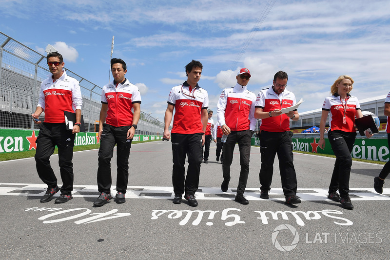 Marcus Ericsson, Sauber walks the tratck