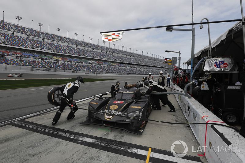 #5 Action Express Racing Cadillac DPi, P: Joao Barbosa, Christian Fittipaldi, Filipe Albuquerque au stand