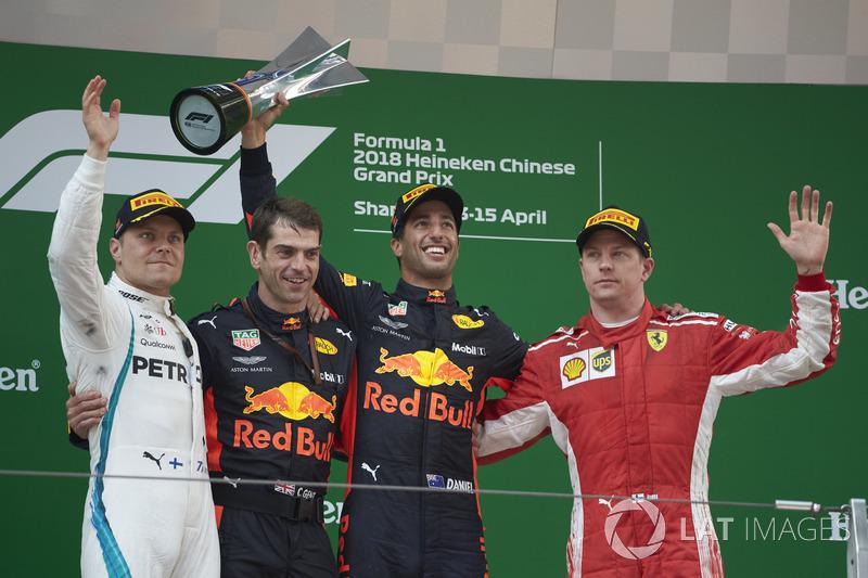 Podium: race winner Daniel Ricciardo, Red Bull Racing, second place Valtteri Bottas, Mercedes-AMG F1, third place Kimi Raikkonen, Ferrari, Chris Gent, race engineer