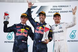 Podio: ganador de la carrera Daniel Ricciardo, Red Bull Racing, el segundo lugar Max Verstappen, Red Bull Racing, el tercer puesto Nico Rosberg, Mercedes AMG F1