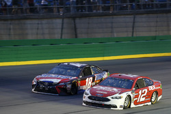 Ryan Blaney, Team Penske, Ford Fusion DEX Imaging Kyle Busch, Joe Gibbs Racing, Toyota Camry Snickers Intense