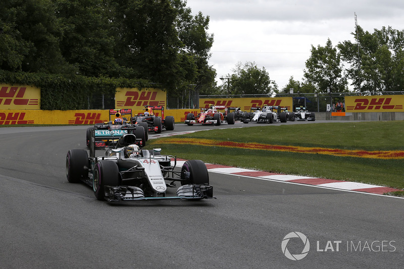 Lewis Hamilton, Mercedes-Benz F1 W07 at the start of the race