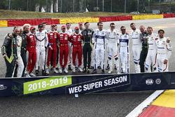 La photo de groupe des pilotes GTE
