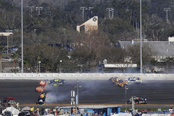 Erik Jones, Joe Gibbs Racing, William Byron, Hendrick Motorsports, Jimmie Johnson, Hendrick Motorsports pris dans un crash
