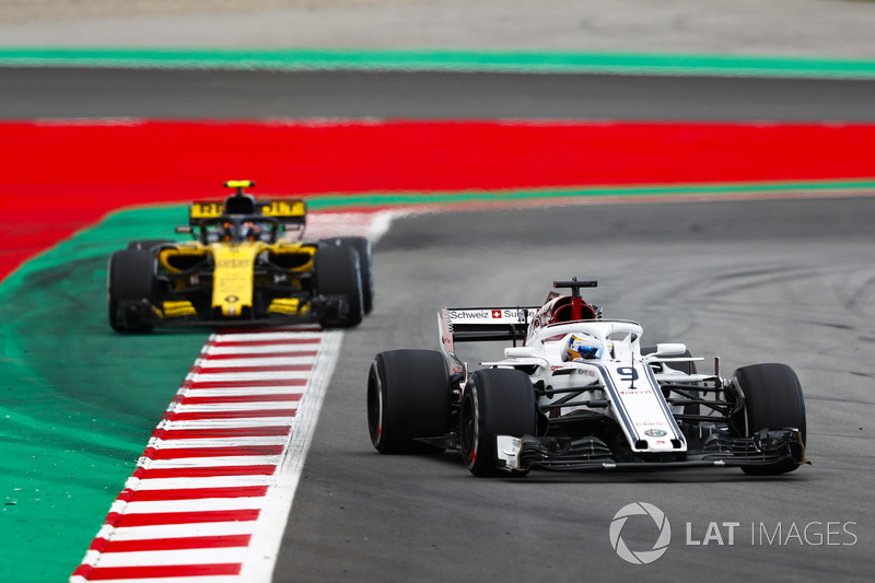 Marcus Ericsson, Sauber C37, Carlos Sainz Jr., Renault Sport F1 Team R.S. 18