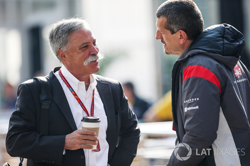 Chase Carey y Guenther Steiner, Haas F1 Team Principal