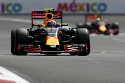 Макс Ферстаппен, Red Bull Racing RB12, и Даниэль Риккардо, Red Bull Racing RB12