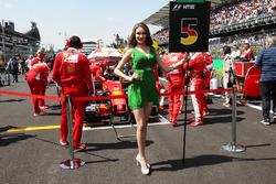 Грид-гёрл Себастьяна Феттеля, Ferrari SF16-H