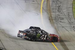 Kurt Busch, Stewart-Haas Racing Chevrolet se crash à l'arrivée