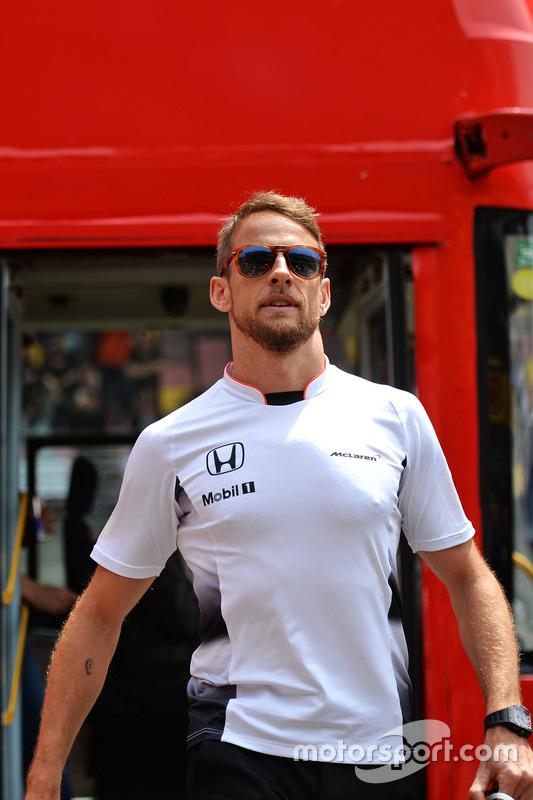 Jenson Button, McLaren lors de la parade des pilotes