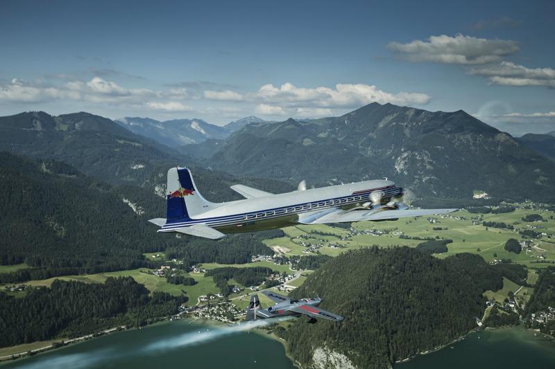 Hannes Arch,  Douglas DC-6B ile Red Bull Racing'e Red Bull Ring'e kadar eşlik ediyor