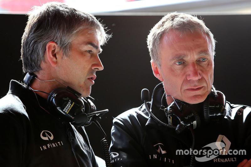 Nick Chester, Renault Sport F1 Team Chassis Technischer Direktor und Bob Bell, Renault Sport F1 Team