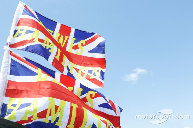 Bandiere per Lewis Hamilton, Mercedes AMG F1