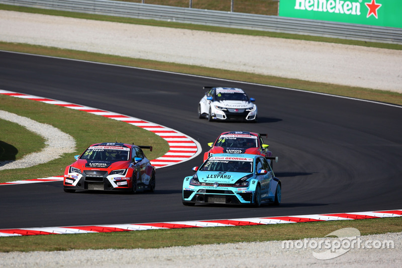 Jean-Karl Vernay Volkswagen Golf GTI TCR Leopard Racing; James Nash, Seat Leon Team Craft-Bamboo LUK
