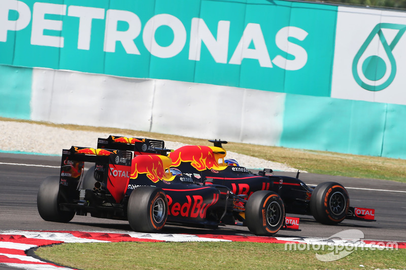 Daniel Ricciardo, Red Bull Racing RB12 and team mate Max Verstappen, Red Bull Racing RB12 battle for position