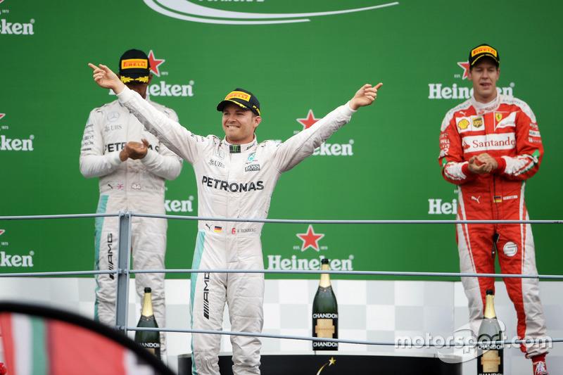 Race winner Nico Rosberg, Mercedes AMG F1 celebrates on the podium