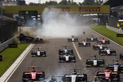 Akash Nandy, Jenzer Motorsport se crashe dans la ligne droite des stands