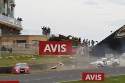 Garth Tander, Warren Luff, Holden Racing Team and Scott McLaughlin, David Wall, Garry Rogers Motorsport Volvo crash