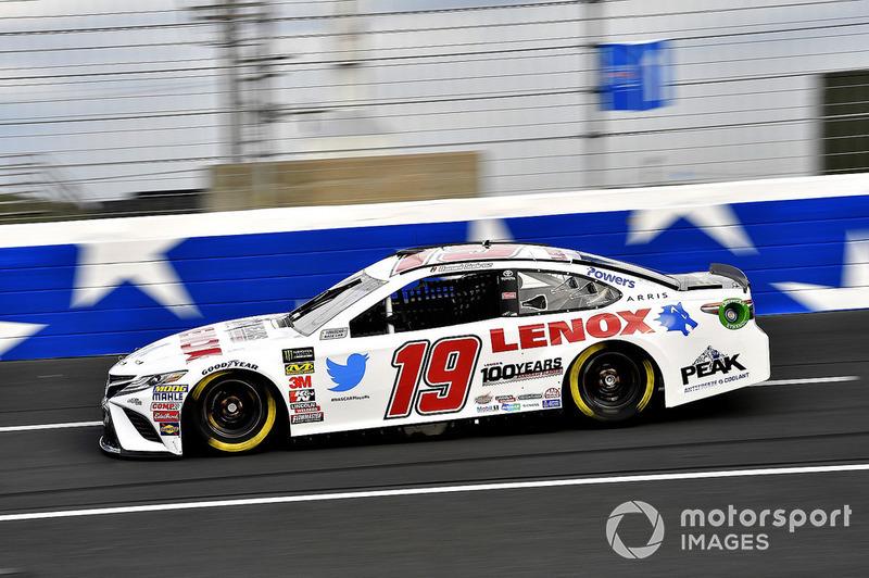 17. Daniel Suarez, Joe Gibbs Racing, Toyota Camry Lenox