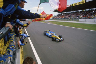 Fernando Alonso, Renault R25 crosses the line to take victory after Kimi Raikkonen, McLaren Mercedes MP4-20 crashed out on the last lap of the race