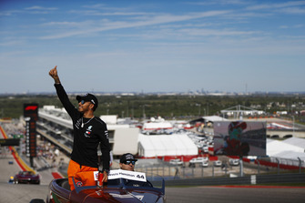 Lewis Hamilton, Mercedes AMG F1, saluta il pubblico