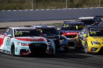 Jean-Karl Vernay, Leopard Lukoil Team Audi RS3 LMS TCR, Nathanaël Berthon, Comtoyou Racing Audi RS3 LMS TCR, Francisco Abreu, Sports & You Peugeot 308 TCR