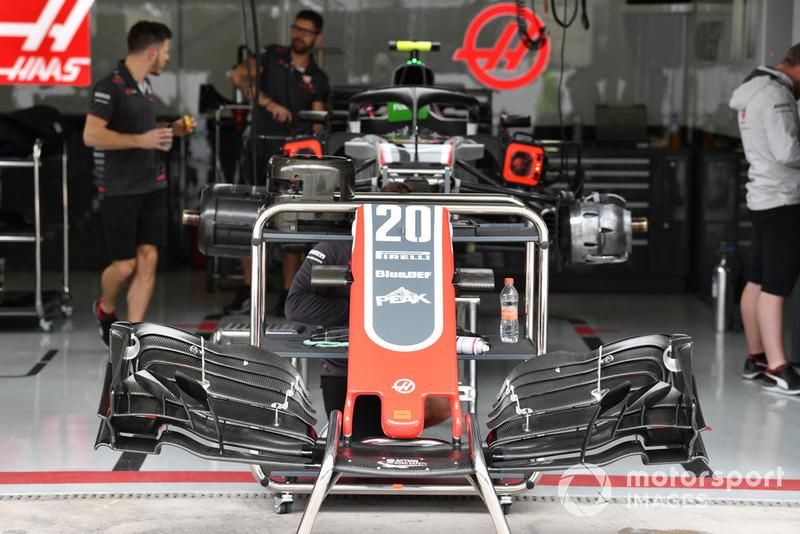 Haas F1 Team VF-18, orr és első szárny