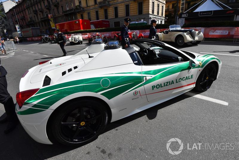 Поліцейський автомобіль Ferrari