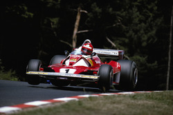 Niki Lauda, Ferrari 312T2, melewati Pflanzgarten