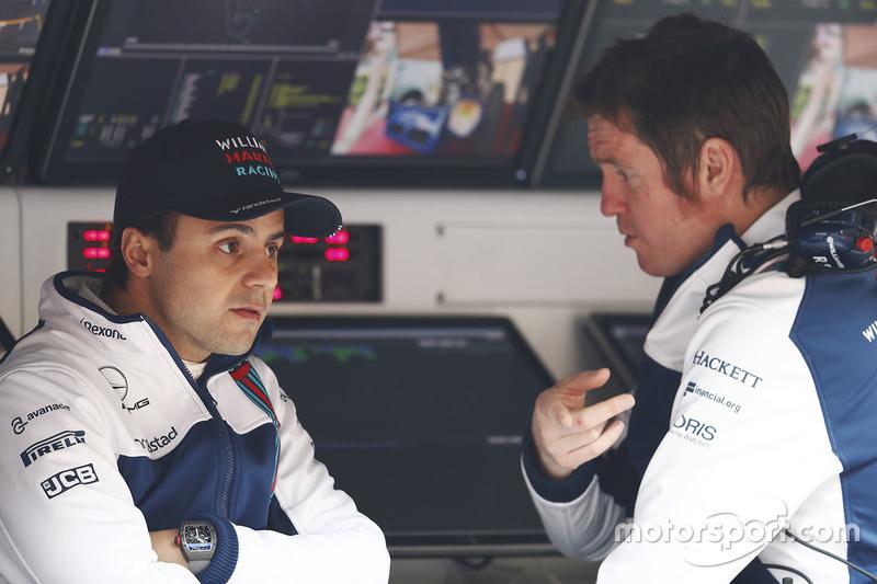 Felipe Massa, Williams, talks with Rob Smedley, Head of Vehicle Performance, Williams