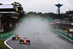 Кими Райкконен, Ferrari SF16-H, Макс Ферстаппен, Red Bull Racing RB12, и Себастьян Феттель, Ferrari
