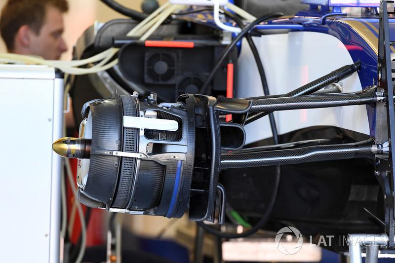 Передні гальма та кріплення колеса Sauber C36