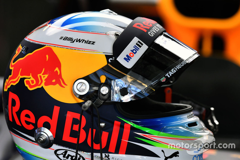 Helmet of Daniel Ricciardo, Red Bull Racing, #Billywhizz dedication