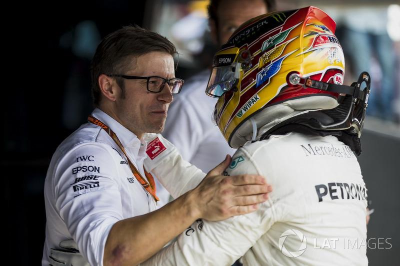 Гоночний інженер Mercedes AMG F1 Пітер Боннінгтон, Льюіс Хемілтон AMG F1