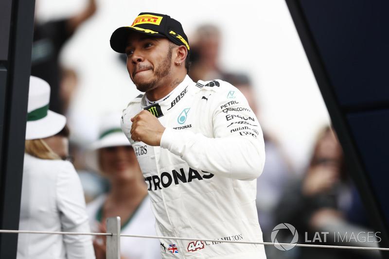 Ganador Lewis Hamilton, Mercedes AMG F1, en el podio