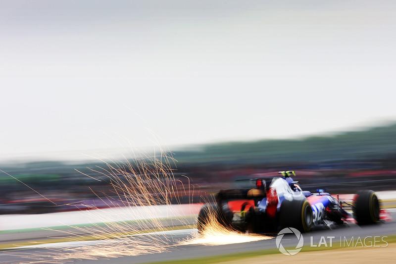 Carlos Sainz Jr, Scuderia Scuderia Toro Rosso STR12 scando chispas