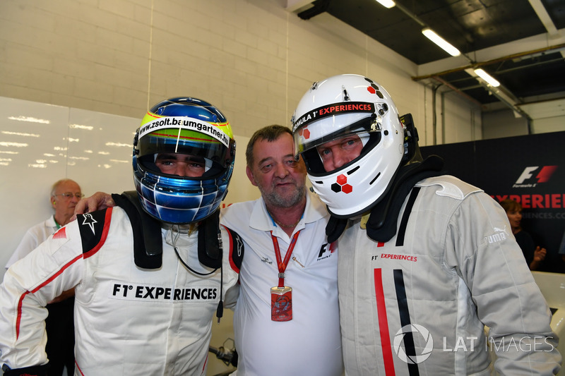Zsolt Baumgartner, F1 Experiences coche de 2 plazas con Woody Harrelson, Actor