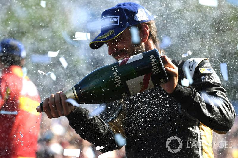 Jean-Eric Vergne, Techeetah, rocía el champán en el podio