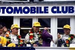 1. Jan Lammers, Johnny Dumfries, Andy Wallace, Jaguar XJR-9 LM