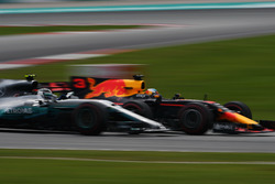 Daniel Ricciardo, Red Bull Racing RB13 and Valtteri Bottas, Mercedes-Benz F1 W08  battle
