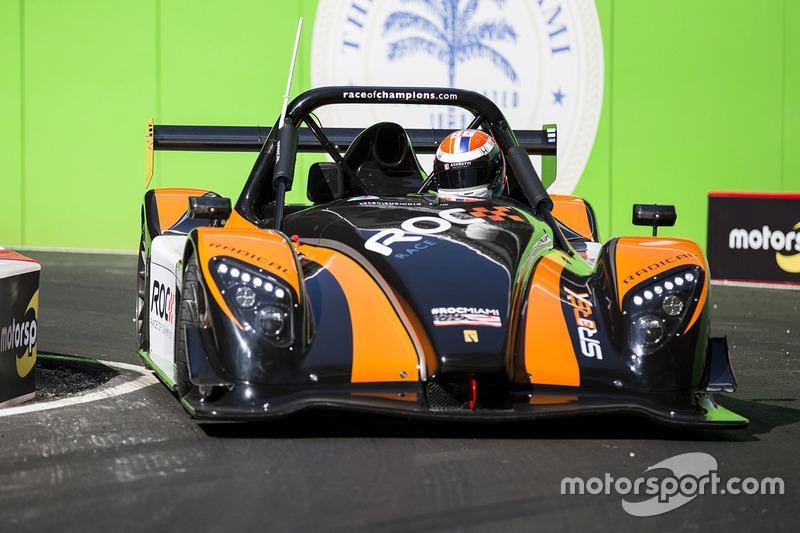 Alexander Rossi maneja el Radical SR3 RSX